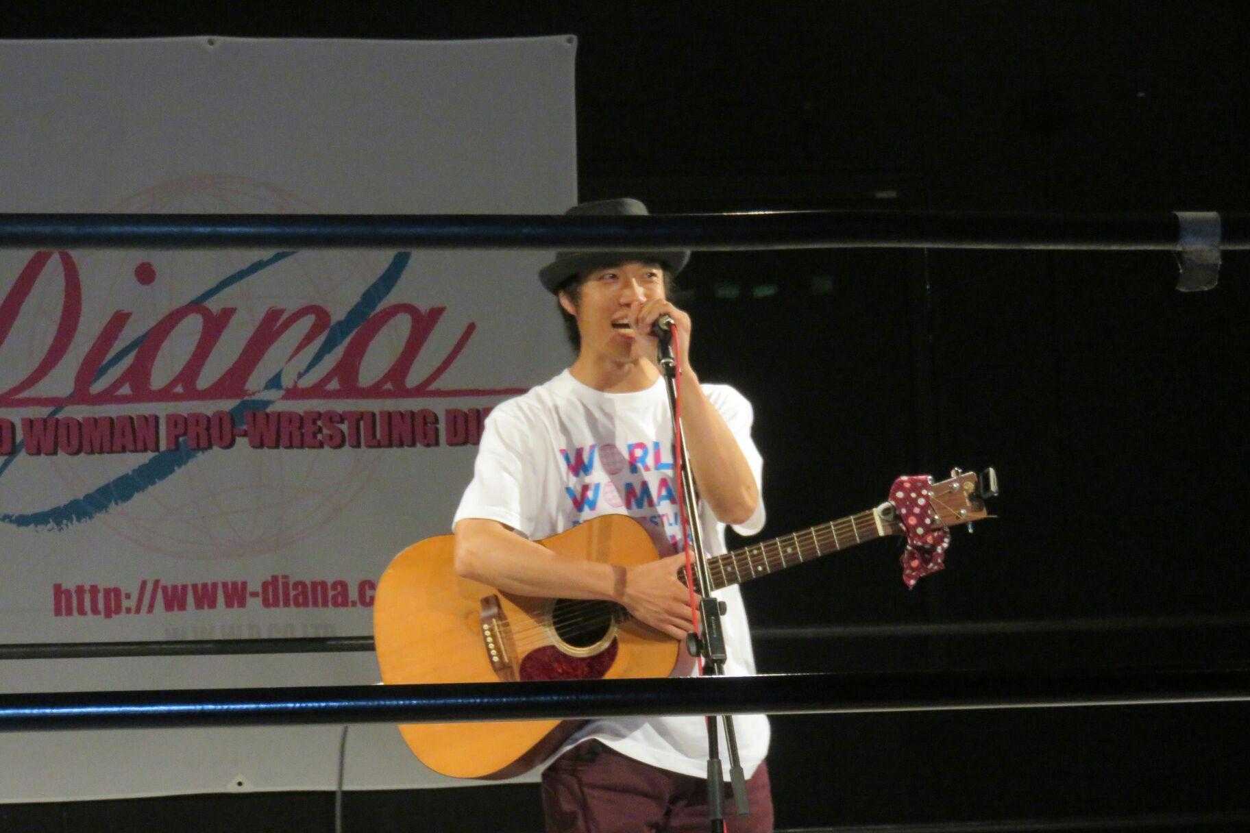 プロレス団体「ディアナ」リング上ライブ